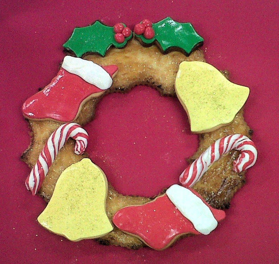 Cookies decoradas en forma de corona de Navidad